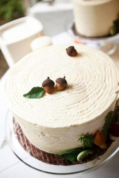 This simple cake is kept on theme with a few simple acorns..I wonder if they are real or not?!