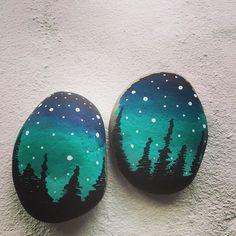 Nye #poscatuscher #poscamarkers  #aquagreen & #navyblue #auroraborealis #northernlights #paintedrocks #paintedstones