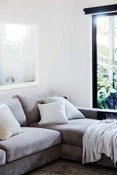 10 beautiful living room décor ideas to add warmth and appeal Interior Styling, Interior Design, Sofa, Couch, Beautiful Living Rooms, Interior Inspiration, Living Room Decor, Décor Ideas, Sweet Home