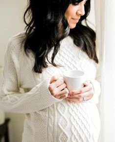 Photography Maternity Indoor Pregnancy 37 Ideas Source by ideas photography Winter Maternity Photos, Maternity Poses, Maternity Portraits, Winter Pregnancy Photos, Natural Maternity Photos, Maternity Styles, Maternity Dresses, Couples Vintage, Indoor Maternity Photography