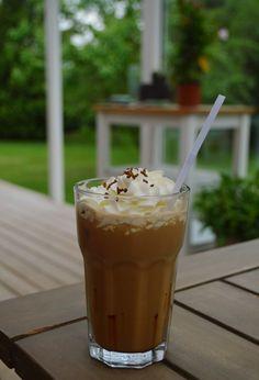 Iskaffe, jagten på den perfekte opskrift. - VarmKaffe.dk Coffee Ice Cream, Iced Coffee, Party Desserts, Yummy Drinks, Food And Drink, Pudding, Appetizers, Meals, Tableware