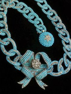 Stalking the Belle Époque Necklace 1850-1860 Turquoise, gold, diamonds The Victoria & Albert Museum via(http://stalkingthebelleepoque.blogspot.com.tr/2011/06/mastery-of-design-pave-turquoise-and.html)