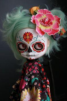 Candy Calavera by Kittytoes, day of the dead Blythe. Catrina Tattoo, Sugar Skull Art, Sugar Skulls, All Souls Day, Day Of The Dead Art, Candy Skulls, Paperclay, Creepy Dolls, Little Doll