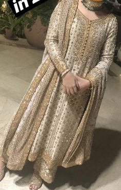 The present wedding dresses 2019 contains a dozen different dresses in the modern Boho style. Many wedding dresses are two-piece with a contemporary Prime or prime top, mixed Pakistani Fashion Party Wear, Pakistani Wedding Outfits, Indian Bridal Fashion, Pakistani Wedding Dresses, Bridal Outfits, Wedding Hijab, Shadi Dresses, Pakistani Formal Dresses, Pakistani Dress Design