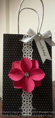 Resultado de imagen para decorative paper bags with handles Craft Bags, Craft Gifts, Diy Gifts, Handmade Gifts, Cute Gifts, Paper Gift Bags, Paper Gifts, Creative Gift Wrapping, Creative Gifts
