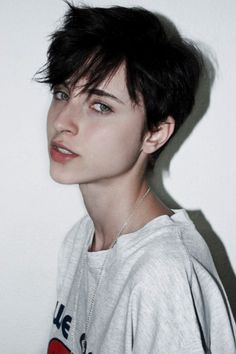 Looking for latest pixie hairstyles for black hair color? Here we have gathered images of Pixie Haircut for Black Hair that you will like! One thing for. Cute Hairstyles For Short Hair, Girl Short Hair, Pixie Hairstyles, Trendy Hairstyles, Short Hair Styles, Haircut Short, Tomboy Hairstyles, Pixie Haircuts, Wedding Hairstyles