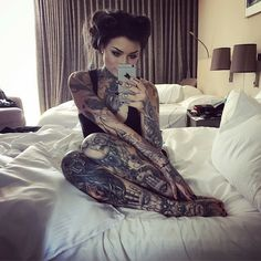 Ryan Ashley - Her tattoos flow so well on her body shape! I've never seen a neck tattoo as beautiful as hers before. Hot Tattoos, Body Art Tattoos, Girl Tattoos, Tattoos For Women, Tatoos, Crazy Tattoos, Tattoo Ink, Ryan Ashley Malarkey, Hot Tattoo Girls