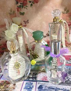 Mensajes de amor y felicidad en una botella llena de aromas exclusivos. Un regalo original para compartir el amor de los novios con los invitados a su boda #bodas #love #Novia