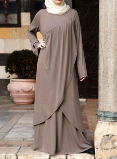 SHUKR's long dresses and abayas are the ultimate in Islamic fashion. Hijab Outfit, Hijab Dress, Abaya Fashion, Modest Fashion, Fashion Dresses, Abaya Designs, Muslim Women Fashion, Islamic Fashion, Hijab Chic