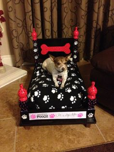 Dog bed made from an end table. Not the colors I would choose, but great idea! Cute Dog Beds, Puppy Beds, Diy Dog Bed, Pet Beds, Doggie Beds, Dog Furniture, Dog Rooms, Dog Crafts, Animal Projects