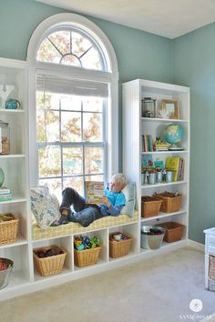 DIY Built-in Bookshelves Window Seat. DIY Built-in Bookcases with Window Seat. Learn how to build your own DIY Built-in Bookshelves including a window seat with this detailed, step by step tutorial. Diy Window Seat, Bookshelves Built In, Bedroom Decor, Home, Interior, Bedroom Design, Remodel Bedroom, Boy Room, Home Decor