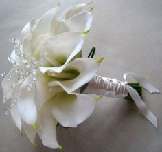 calla lilly bouquet maybe with some red feathers