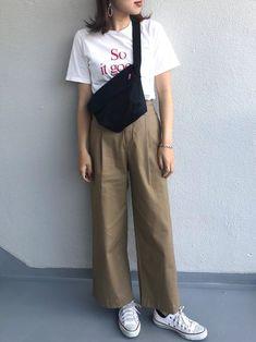 ミディアムヘア女子の【春夏ファッションコーデ】似合う春夏服&着こなし方♡ – XZ days〈クローゼットデイズ〉 Vetement Fashion, Korean Style, Korean Fashion, Fashion Inspiration, Khaki Pants, Dress Up, Normcore, Goals, Street Style