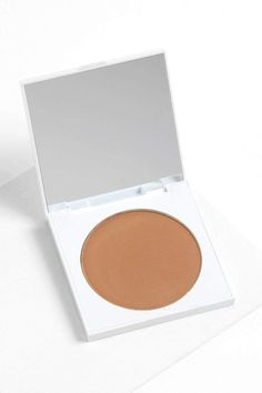 Private Party rich brown in satin finish Pressed Powder Bronzer
