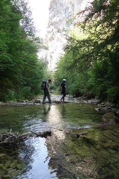 Accès aux voies d'escalade d'Omblèze  de Rando's Valley