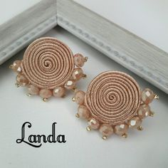 Lace Jewelry, Handmade Beaded Jewelry, Handmade Jewelry Designs, Soutache Jewelry, Bead Jewellery, Fabric Jewelry, Earrings Handmade, Earring Crafts, Jewelry Crafts