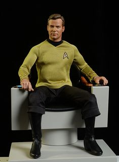 Captain Kirk's Chair Star Trek diorama by Quantum Mechanix Star Trek Toys, Star Trek Action Figures, James T Kirk, Godzilla Toys, Start Trek, Uss Enterprise Ncc 1701, Star Trek Original, William Shatner, Star Trek Universe