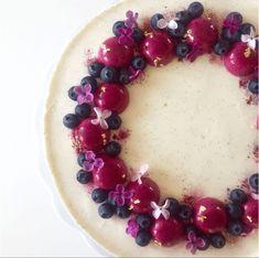 blåbærlagkage med blondie, vanilje mousse og blåbær bomber