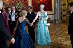 BILLEDER Dronning Margrethes skønne kjoler gennem tiderne | Nyheder | DR
