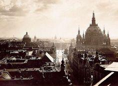 Berlin: Kaiser-Wilhelm-Straße Richtung Berliner Dom und Unter den Linden.  Geschätzt 1905, da an der Domlaterne noch gewerkelt wird.