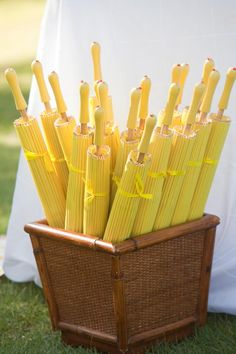 Caribbean wedding inspiration and ideas: Yellow parasols Parasols jaunes