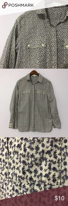 🌱Banana Republic floral button up shirt size S This 100% cotton floral button up shirt from Banana Republic is extremely lightweight and perfect for spring. Measurements are shown in the pictures. It is in EUC with no holes, rips, or stains. Bundle with other items from my closet for the best deal! Banana Republic Tops Button Down Shirts