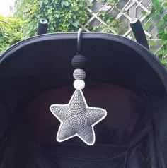 Inlägg om Patterns in english skrivna av virrkpannan Crochet Star Patterns, Crochet Stars, Crochet Bebe, Knit Or Crochet, Crochet For Kids, Crochet Home Decor, Crochet Crafts, Baby Boy Toys, Crochet Mobile
