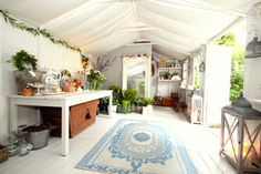 """This airy shed, which the owner, a floral designer, uses to create arrangements for wedding clients: 19 Gorgeous """"She Sheds"""" That You'll Want To Retreat To ASAP Shed Office, Rustic Wooden Box, Rustic Shed, Rustic Decor, Studio Shed, Garage Studio, Tiny Studio, Wooden Box Centerpiece, Craft Shed"""
