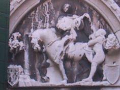 Martinus van Tours (ca. 316 - ca. 397), zoon van een Romeins magistraat, wordt beschouwd als de grondlegger van het christendom in Frankrijk. Martinus, een volksheilige die armoede verkoos boven de luxe van een bisschoppelijk paleis, is de populairste heilge van Frankrijk.