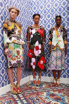 Catwalk photos and all the looks from Tata Naka Autumn/Winter Ready-To-Wear London Fashion Week Fashion Fabric, Fashion Prints, Afro, African Fashion Designers, Ankara Fashion, Shirt Designs, Africa Fashion, Colorful Fashion, Ready To Wear