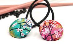 Juego de dos gomas del peloLos botones tienen 2,8 cm de diámetro y tienen una maravillosa forma abultada