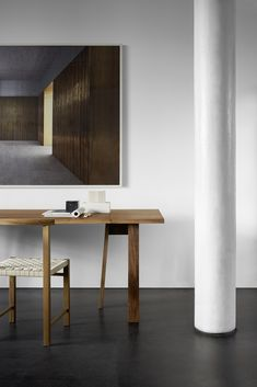 A desk for an architect. David Chipperfield's trestle table BASIS along with chair KARNAK, designed in 1925 by functionalist architect Ferdinand Kramer. Furniture Styles, Large Furniture, Furniture Design, Interior Design Studio, Home Office Design, Desk In Living Room, Luxury Furniture Brands, Trestle Table, Chair Design