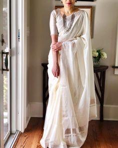 Saree styles for summer - pitch it this way Kerala Saree Blouse Designs, New Saree Designs, Trendy Sarees, Stylish Sarees, Dress Indian Style, Indian Dresses, Pusheen, Hurley, Sari Bluse