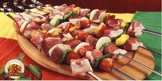 CHURRASCO -Aprenda A Fazer Todos os tipos de espetinhos com o mestre do espetinho. clique na imagem, acesse e arrase com essas delícias ! Faça Você mesmo os melhores  espetinhos ! #churrasco #espetinho #churrasqueira #receita