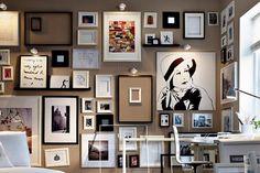 Gemälde, Drucke, Fotografien auf farbigen Wänden - Welt der Farben