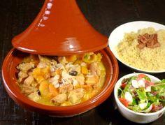 Tajine met kip en abrikozen Couscous, Tajin Recipes, Moroccan Kitchen, Ras El Hanout, Stewed Potatoes, Eastern Cuisine, Lebanese Recipes, Potato Dishes, Easy Cooking