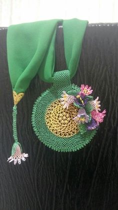 This Pin was discovered by iğn Embroidery Hoop Art, Easy Diy Projects, Tatting, Needlework, Diy And Crafts, Beaded Necklace, Jewelry Making, Tela, Tejidos