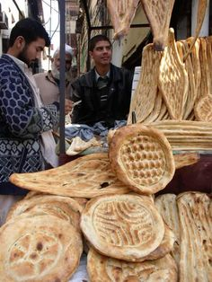 Persian-Iranian Barbari bread, compete dissertation on the history and making of this type of bread Iran Food, The Fresh Loaf, Bread Shaping, Bread Art, Types Of Bread, Our Daily Bread, Bread And Pastries, Bread Rolls, How To Make Bread