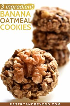 3 Ingredient Banana Cookies-These healthy banana oatmeal cookies are super easy to make with 3 simple ingredients. You can find 3 alternatives on my blog from chocolate chips to walnuts! You can stop your sweet cravings with these healthy cookies. These vegan and gluten-free cookies are perfect for breakfast or as a snack. Healthy Oatmeal Cookies, Banana Oatmeal Cookies, Cinnamon Cookies, 3 Ingredient Banana Cookies, Easy Cookie Recipes, Healthy Recipes, Easy Sweets, Gluten Free Banana, Cookie Calories