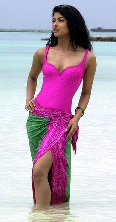 10 Photographs of Priyanka Chopra Before She Became a Global Icon - Indian Hot Girls Actress Priyanka Chopra, Priyanka Chopra Hot, Bollywood Actress, Beautiful Girl Indian, Most Beautiful Indian Actress, Beautiful Gorgeous, Beautiful People, Miss India, Indian Beauty Saree