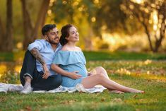 Location - Parque Araucano, with light Outdoor Maternity Photos, Maternity Photo Props, Maternity Poses, Maternity Pictures, Cute Pregnancy Pictures, Weekly Pregnancy Photos, Couple Pregnancy Photoshoot, Home Maternity Photography, Photography Camera