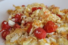Easy Cheesy Veggie Scramble - healthy and easy breakfast idea!