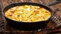 Francouzské brambory Sage Recipes, Beef Recipes, Cooking Recipes, Onion Casserole, Casserole Recipes, Weeknight Meals, Easy Meals, Scalloped Potato Recipes, Gratin Dish