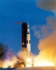 Lanzamiento del Apolo 13 - 11 de abril 1970.— A las 13:13 horas, desde el centro espacial John F. Kennedy, es lanzado el Apolo 13