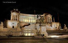 Roma: Altare della Patria di notte.