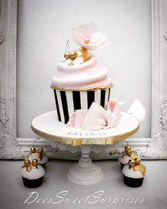 Beautiful take on the classic #giantcupcakecake  By Dee's Sweet Suprises  @deessweetsurprises  #cakespiration #cupcakes