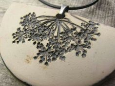 Plant matter pressed into clay-such a lovely print into clay - super idea Porcelain Jewelry, Ceramic Jewelry, Ceramic Beads, Ceramic Clay, Ceramic Pottery, Polymer Clay Projects, Polymer Clay Beads, Clay Crafts, Cerámica Ideas