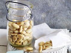 Karamellisierte Mandeln mit Fleur de Sel http://www.fuersie.de/lifestyle/weihnachten/artikel/rezept-karamellisierte-mandeln-mit-fleur-de-sel