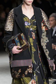 Antonio Marras at Milan Fashion Week Fall 2017 - Details Runway Photos Summer Fashion Outfits, Fashion Week, Runway Fashion, Trendy Fashion, High Fashion, Winter Fashion, Milan Fashion, Style Haute Couture, Antonio Marras