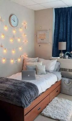 Dorm room decor ideas to get you ready for back-to-school season. 36 before and . Dorm room decor ideas to get you ready for back-to-school season. 36 before and after snapshots of College Bedroom Decor, Cool Dorm Rooms, College Dorm Rooms, Living Room Decor, College House, Small Room Decor, University Rooms, Dorm Room Designs, Dorm Design